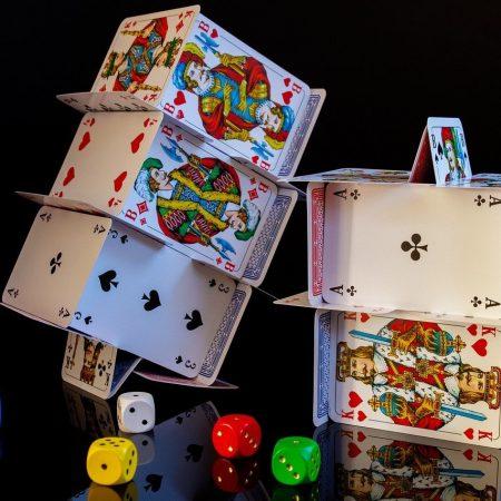 Keuntungan Bermain di Situs Poker Online VS Poker Langsung
